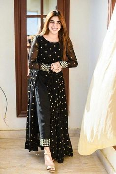 Party Wear Indian Dresses, Pakistani Dresses Casual, Indian Fashion Dresses, Dress Indian Style, Pakistani Dress Design, Indian Designer Outfits, Designer Dresses, Fashion Outfits, Black Pakistani Dress