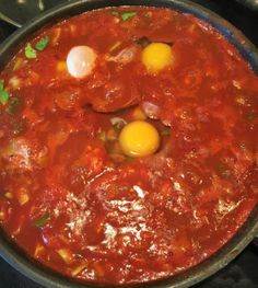 Pfannengericht mit Tomaten, Pak Choi und Eiern