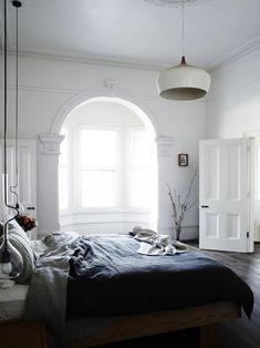 Спальня в цветах: черный, серый, белый. Спальня в стиле скандинавский стиль.