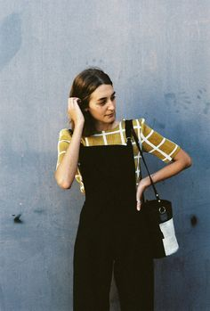 Dress up an overall with a beautiful shirt. Look Fashion, Winter Fashion, Womens Fashion, Mode Cool, Looks Plus Size, Zooey Deschanel, Street Style, Vogue, Mode Vintage