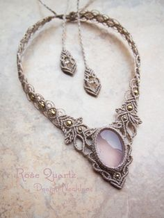 Rose Quartz Stone Meaning & Healing Properties – Macrame 2020 Macrame Colar, Macrame Necklace, Macrame Knots, Macrame Jewelry, Macrame Bracelets, Diy Necklace, Crystal Jewelry, Loom Bracelets, Friendship Bracelets