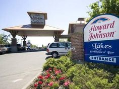 Victoria (BC) Howard Johnson Hotel & Suites Victoria Canada, North America Ideally located in the prime touristic area of Cordova Bay, Howard Johnson Hotel & Suites Victoria promises a relaxing and wonderful visit. The hotel offers a wide range of amenities and perks to ensure you have a great time. Service-minded staff will welcome and guide you at the Howard Johnson Hotel & Suites Victoria. Guestrooms are designed to provide an optimal level of comfort with welcoming decor a...