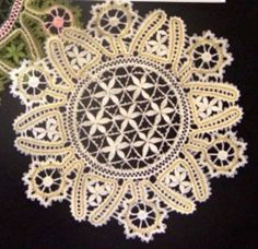Russian tape lace medallion (bobbin lace) made by Yoko Barr