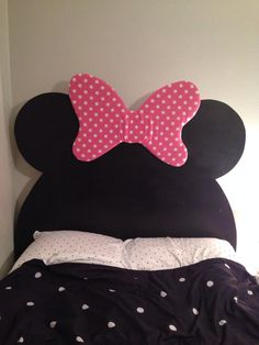 DIY Minnie Mouse headboard: MDF cut into the mouse shape using a jigsaw… Big Girl Bedrooms, Little Girl Rooms, Girls Bedroom, Little Girls, Minnie Mouse Bedding, Mickey Mouse Room, Disney Home, Disney Diy, Disney Furniture