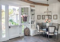 Tour Our California Farmhouse - Sanctuary Home Decor Traditional Vases, Traditional Kitchens, Green Wedding Centerpieces, Wedding Decorations, Modern Contemporary Living Room, Contemporary Kitchens, Kitchen Center Island, Peony Arrangement, Country Dining Rooms