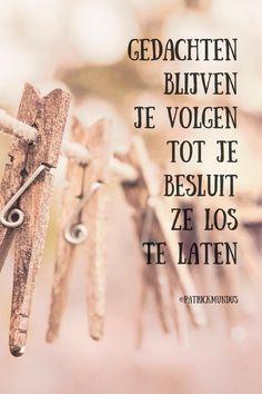Gedachten blijven je volgen tot je besluit ze los te laten... True Quotes, Qoutes, Dutch Quotes, Words Worth, Say More, Cool Words, Life Lessons, Bullet Journal, Mindfulness