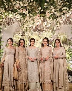 New wedding dresses pakistani sisters groom outfit ideas Pakistani Wedding Outfits, Pakistani Bridal Dresses, Pakistani Wedding Dresses, Luxury Wedding Dress, Bridal Lehenga, Gold Lehenga, Walima Dress, Wedding Wear, Dress Wedding