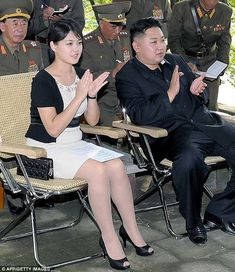 Ri Sol-Ju has was seen with the distinctive quilted purse as she visited a unit of the Korean People's Army with her husband, Supreme Leader Kim Jong-Un. Kim Jong Il, Life In North Korea, The Babadook, Korea News, Asian History, Pose, Korean War, Hot Brunette, Korean Women