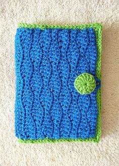 Hook case made by Sierra Pelona using the Hook Case pattern by Priscilla Hewitt
