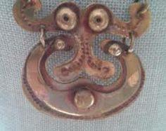 Suomalaista korumuotoilua Brass Necklace, Washer Necklace, Ancient Jewelry, Scandinavian, Initials, Vintage Jewelry, Jewelry Design, Pendant, Roots