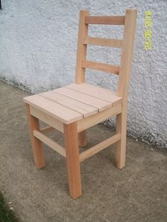 Coffee Shop Furniture, My Furniture, Pallet Chair, Diy Chair, Wooden Dining Chairs, Dining Room Chairs, Pallet Furniture Instructions, Authors Chair, Wood Pallet Recycling