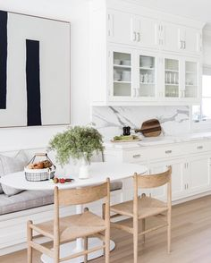 15 Kitchen Banquette Seating Ideas For Your Breakfast Nook Kitchen Dining Sets, Kitchen Seating, Dining Nook, Kitchen Nook, Small Dining, Dining Room Design, Kitchen Decor, Kitchen Ideas, Smart Kitchen