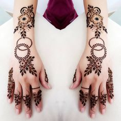1000 Simple and Easy Henna Tattoo Designs for Brides on Wedding. Latest collection henna tattoo designs with various pattern and style for brides on wedding Henna Tattoo Designs Simple, Back Hand Mehndi Designs, Finger Henna Designs, Henna Art Designs, Mehndi Designs For Girls, Mehndi Designs For Beginners, Modern Mehndi Designs, Mehndi Designs For Fingers, Beautiful Henna Designs