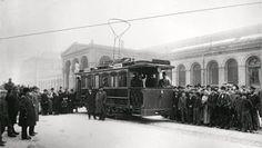 """1896. Eröffnung der Strecke vom Görlitzer Bahnhof zum Gelände der Gewerbeausstellung in Treptow. Es ist der endgültige Durchbruch für die """"Elektrische"""""""