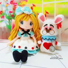 Alice in Wonderland and Mr White Rabbit (Instagram: ilovecrochet_nancy)