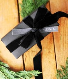 Christmas gift wrapping ideas DIY crafts ToniK ⓦⓡⓐⓟ ⓘⓣ ⓤⓟ Christmas DIY crafts Natural & black velvet