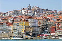 J'y suis allée ! PORTUGAL - Pays du porto et du fado, le Portugal est un pays de couleurs et de saveurs. De la vallée du Douro à l'Algarve en passant par Lisbonne ou encore ses îles de Madère et des Açores, cepetit bout de terre ibérique est une invitation au dépaysement.A l'image, la vieilleville de Porto.