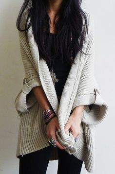 Black legging, top with oversized cute sweater, with heavy necklace. Love this blogger, street style. Great for the office!