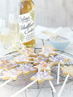These elderflower wand biscuits are so cute! Would be perfect for a girl's fairy party!