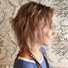mid-length+blonde+shag+with+darkened+roots