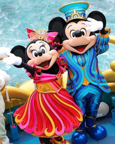 Cute Mickey and Minnie! Walt Disney Characters, Walt Disney Co, Disney Fun, Disney Mickey, Disney Parks, Mickey And Minnie Love, Mickey Mouse And Friends, Minnie Mouse, Tokyo Disney Resort