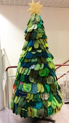 Learn how make these fun Christmas trees out of paper tubes. Visit ...