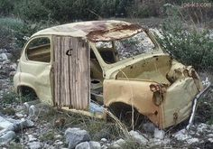 Fiat 500 - converted to an outhouse Outside Toilet, Go Outside, Medieval, Redneck Humor, Clever Kids, Outdoor Bathrooms, Throne Room, Portable Toilet, Rednecks