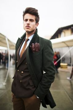 Earthy colors, Green outwear with brown vest and mached gloves, also and light brown trousers. All in perfect harmony. Always good in male style