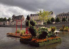 Laval (Mayenne) - jardin flottant sur la Mayenne