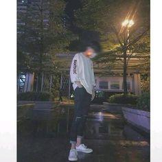 Korean Boys Ulzzang, Cute Korean Boys, Ulzzang Boy, Male Models Poses, Bad Boy Aesthetic, Swag Boys, Korea Boy, Boy Photography Poses, Uzzlang Girl