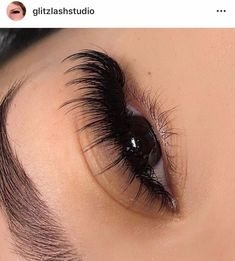 #EyeLashesExtensions Wispy Eyelashes, Beautiful Eyelashes, Longer Eyelashes, Thicker Eyelashes, Applying False Eyelashes, Applying Eye Makeup, Eyelash Extensions Styles, Volume Lash Extensions, Best Lashes