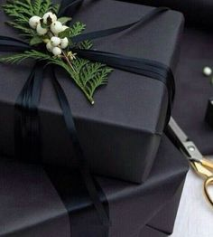 Black Christmas, Christmas Gift Box, Christmas Gift Wrapping, Christmas Presents, Simple Christmas, Xmas Gifts, Christmas Ideas For Boyfriend, Teenage Girl Gifts Christmas, Boyfriend Ideas