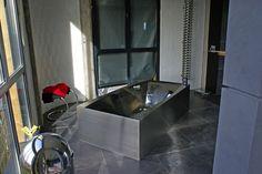 Travail exceptionnel en pose de carrelage et agencement design dans cette salle de bain contemporaine. Professionnel expert de l'éco-rénovation Qualibat RGE. Design, Contemporary Teal Bathrooms, Design Comics