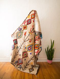 living room - obsessing over Berber carpets (a., berber rugs, boucherouite rugs, Moroccan rag rugs, etc. Berber Carpet, Berber Rug, Textile Patterns, Textiles, Tapis Design, Patterned Carpet, Bedroom Carpet, Pink Rug, Decoration
