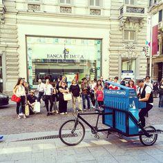 """< Lei gli chiese: """"sorprendimi"""" e lui: """"ti porterò in giro in bicicletta per la città suonando la nostra canzone (Livello diabete altissimo) > #igersmilano #igerslombardia #gf_italy #foto_italiane #instaitaly #scatti_italiani #italianeography #urbano #instahub #ic_cities #town #igshots #justgoshoot #implus_daily #instaphoto #ig_worldpics #communityfirst #loves_united_milano #milano_forever #loves_milano #communityfirst #aroundme #urbancity #volgomilano #loves #truelove #bellamilano…"""