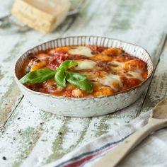 Ganz simpel und so lecker! Tomatensauce, Mozzarella und Gnocchi - für dieses Gericht aus der italienischen Stadt Sorrento braucht man nur eine Gabel zum Genießen, um sich wie im Urlaub zu fühlen.