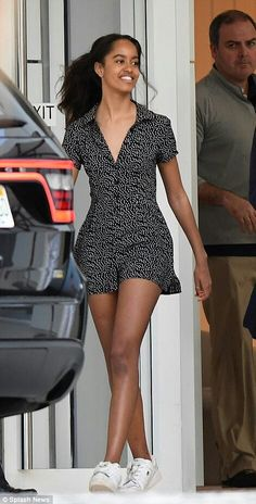 Malia Obama was spotted out on a mother-daughter vacation in Miami—see and shop her perfect warm-weather outfit here. Barack Obama Family, Malia Obama, Salma Hayek, Joe Biden, Durham, Obama Daughter, Malia And Sasha, First Ladies, Beautiful Evening Gowns