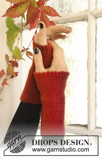 """DROPS Halloween: Knitted Wrist warmers with picot edge in """"Delight"""". ~ DROPS Design - free pattern"""
