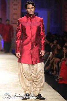 Manish Malhotra Wills Lifestyle India Fashion Week 2012 - Mens Fashion - Bigindianwedding Wedding Dress Men, Indian Wedding Outfits, Indian Outfits, Indian Clothes, Indian Dresses, Indian Men Fashion, Mens Fashion, Indian Male Model, Mens Ethnic Wear