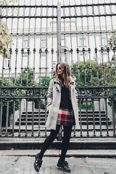 Fay_Coat-Beige_Coat-Checked_Skirt-Blue_Sweater-College_Look-Loafers-Outfit-Street_Style-Collage_Vintage-9.jpg (790×1185)
