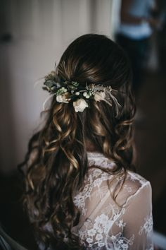 Awesome Most Popular Wedding Hairstyle That Will Make The Bridal More Beautiful: 45+ Beautiful Ideas https://oosile.com/most-popular-wedding-hairstyle-that-will-make-the-bridal-more-beautiful-45-beautiful-ideas-10951