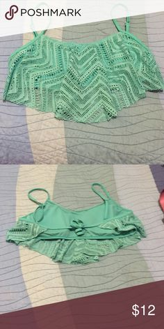 Mint Flounce Bikini Top Awesome condition. Very pretty. Hot Topic Swim Bikinis