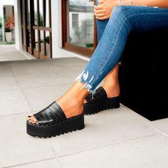 a9e98b3a9 A flatform minimalista faz sucesso por ser versátil e confortável. Ideal  para o dia a