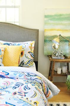 We love bright bedding for the best morning wake-up call! Paisley inspired with a touch of of the tropics have won us over.