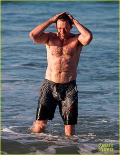 Hugh Jackman Goes Shirtless, Bares Ripped Body at the Beach! | hugh jackman goes shirtless beach photos 03 - Photo