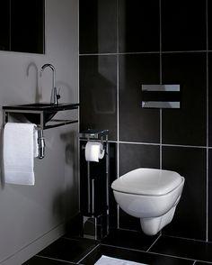 decoration-toilettes-cuvette-suspendue-émail-blanc-carrelage-mural-et-sol-noir