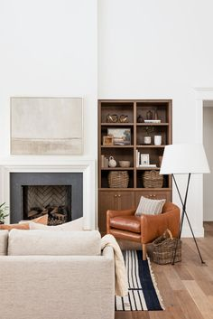 A warm, transitional living room Home Living Room, Living Room Designs, Living Room Decor, Living Spaces, Studio Living, Dining Room, Estudio Mcgee, Transitional Living Rooms, Transitional Decor
