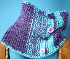Gola feita em tricot com fio acrílico,  para meninas pequenas e crescidas.