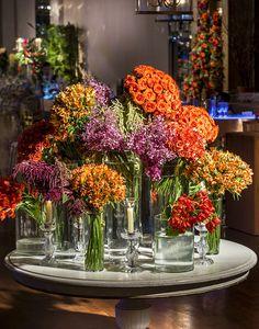Decoração de casamento inspirada em jardim espanhol - Constance Zahn | Casamentos Party Centerpieces, Wedding Decorations, Hotel Flower Arrangements, Wedding Colors, Wedding Flowers, Hotel Flowers, Flower Shop Design, Flower Studio, Rustic Flowers
