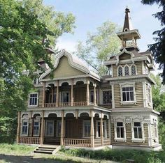 Victorian house with tower. I love this house Victorian Homes Exterior, Victorian Style Homes, Victorian Houses, Victorian Era, Victorian Buildings, Wooden Architecture, Victorian Architecture, Russian Architecture, Abandoned Houses